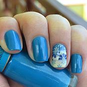 Unhas Decoradas com Florzinhas Degradê Azul