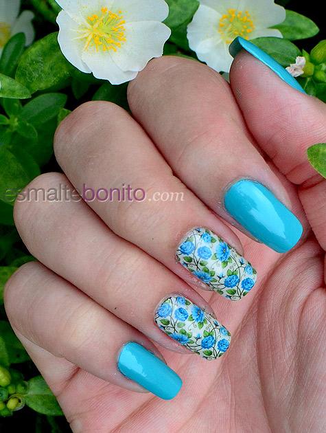 Adesivo de Florzinhas Azuis