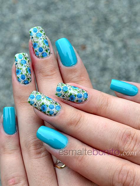 Unhas Decoradas com Florzinhas Azuis