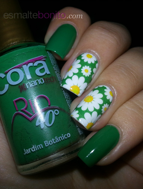 Unhas Decoradas com Margaridas