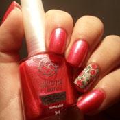 Unhas com Adesivo de Florzinhas Rosas