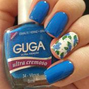Unhas com Adesivo de Florzinhas Azuis com Folhas