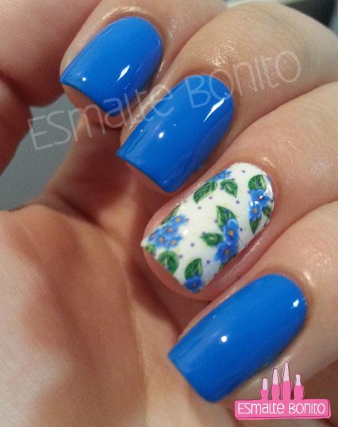 Adesivo de Florzinhas Azuis com Folhas