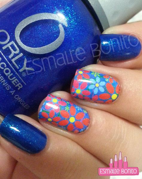 Adesivo de Flores com Fundo Azul