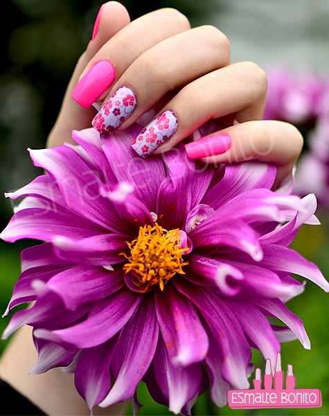 Unhas Decoradas com Florzinhas Rosas e Roxas