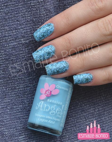 Esmalte Azul Claro e Adesivo para Unhas Floral