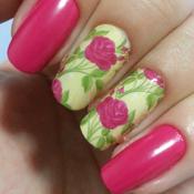 Unhas com Adesivo de Rosas Grandes