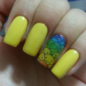 Unhas Decoradas com Emoticons Coloridos