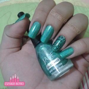 Esmalte Mirage Jade + Adesivo de Estrelas Pretas