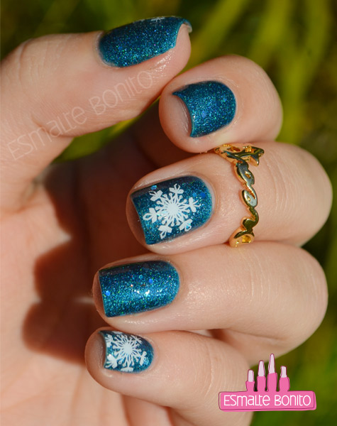 Unhas Decoradas com Flocos de Neve