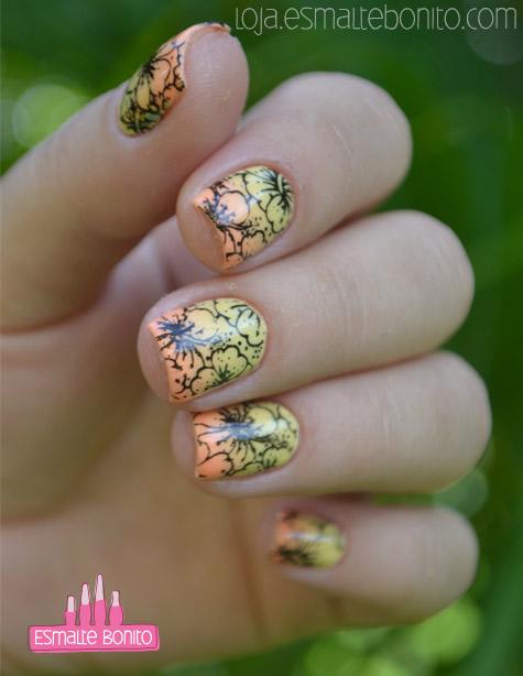 Unhas Carimbadas com Flores