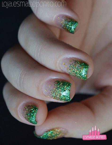 Unhas Esponjadas com Verde e Dourado
