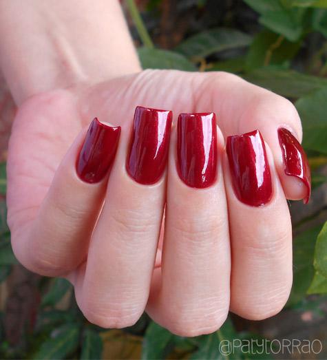 Como passar esmalte vermelho sem manchar